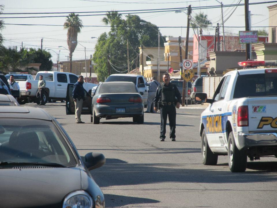 mexicali - Ejecutan a supervisor de la Policia Municipal de Mexicali frente a UABC 166952_287898257933669_220522634671232_830931_872138044_n
