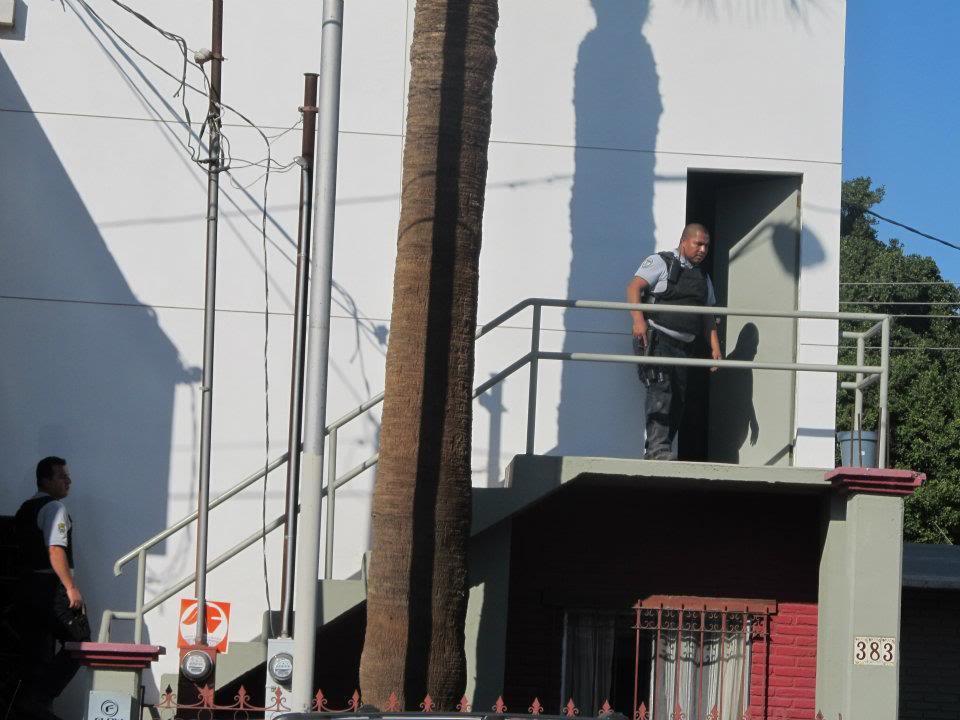 mexicali - Ejecutan a supervisor de la Policia Municipal de Mexicali frente a UABC 166968_287898801266948_220522634671232_830945_1124176997_n