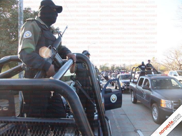 Fotos de la Policía Élite de Sinaloa 190055_194062623949226_194061583949330_599672_4286745_n