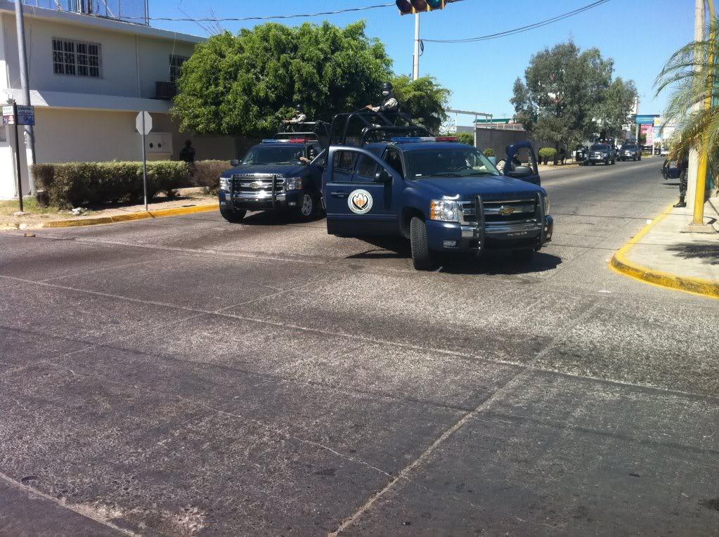 Fotos de la Policía Élite de Sinaloa 332272_311343108887843_194061583949330_1049673_1657824892_o