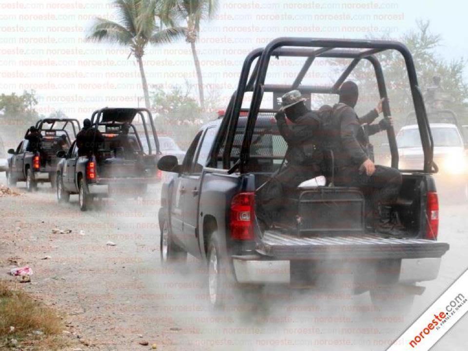Fotos de la Policía Élite de Sinaloa 390680_327543153934505_194061583949330_1100301_2090167270_n
