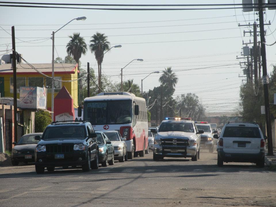 mexicali - Ejecutan a supervisor de la Policia Municipal de Mexicali frente a UABC 396127_287899617933533_220522634671232_830963_1713324881_n