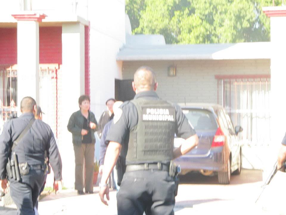 mexicali - Ejecutan a supervisor de la Policia Municipal de Mexicali frente a UABC 397468_287898431266985_220522634671232_830936_384795966_n