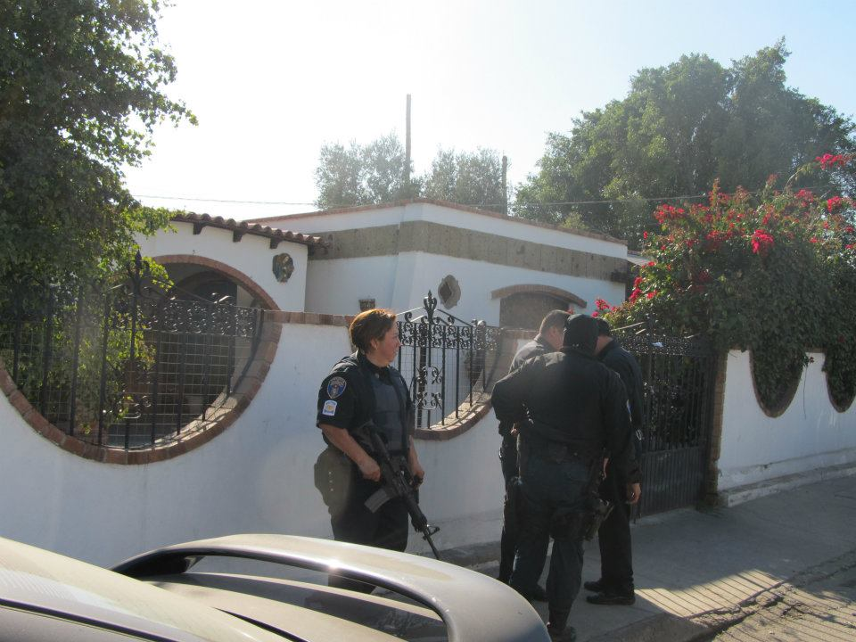 mexicali - Ejecutan a supervisor de la Policia Municipal de Mexicali frente a UABC 399850_287898631266965_220522634671232_830940_1461777462_n