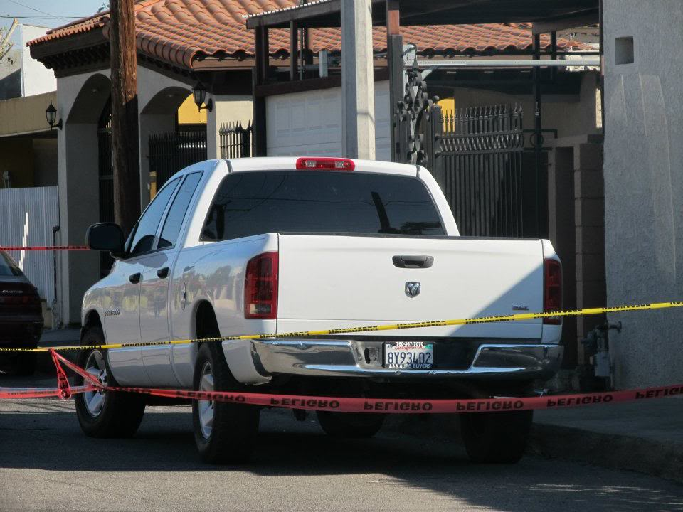 mexicali - Ejecutan a supervisor de la Policia Municipal de Mexicali frente a UABC 400037_287899034600258_220522634671232_830951_1025366093_n