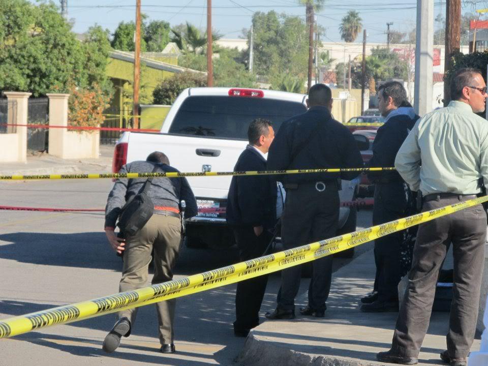 mexicali - Ejecutan a supervisor de la Policia Municipal de Mexicali frente a UABC 401144_287899441266884_220522634671232_830960_1664752566_n