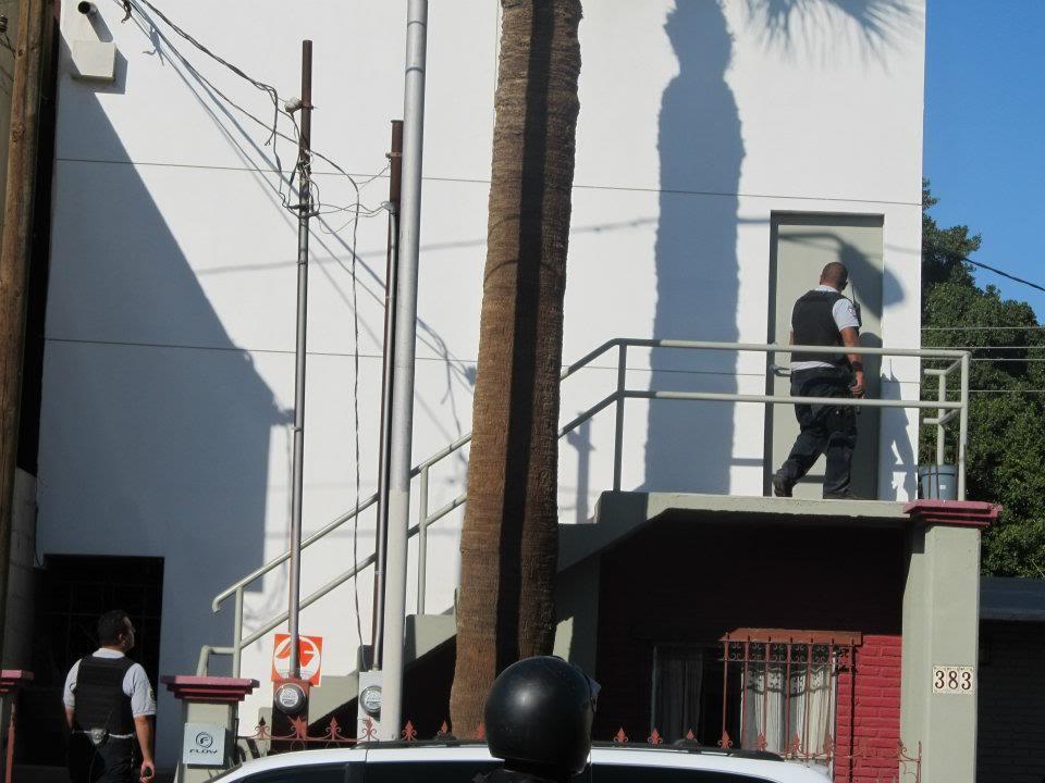 mexicali - Ejecutan a supervisor de la Policia Municipal de Mexicali frente a UABC 401418_287898677933627_220522634671232_830942_97180870_n