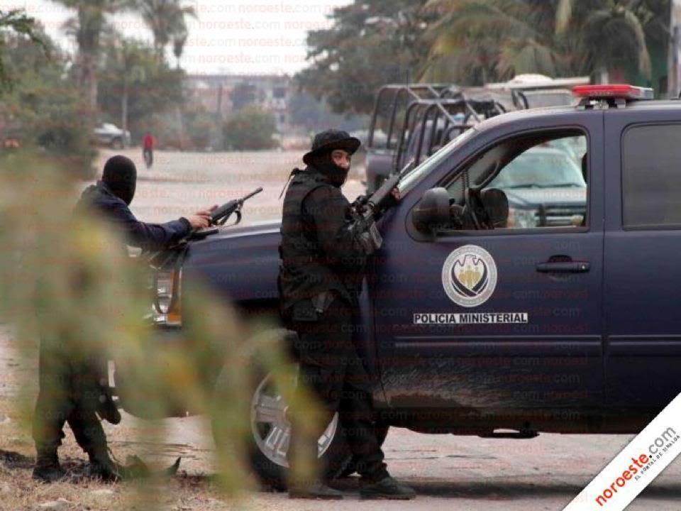 Fotos de la Policía Élite de Sinaloa 407086_327543463934474_194061583949330_1100302_1349058047_n