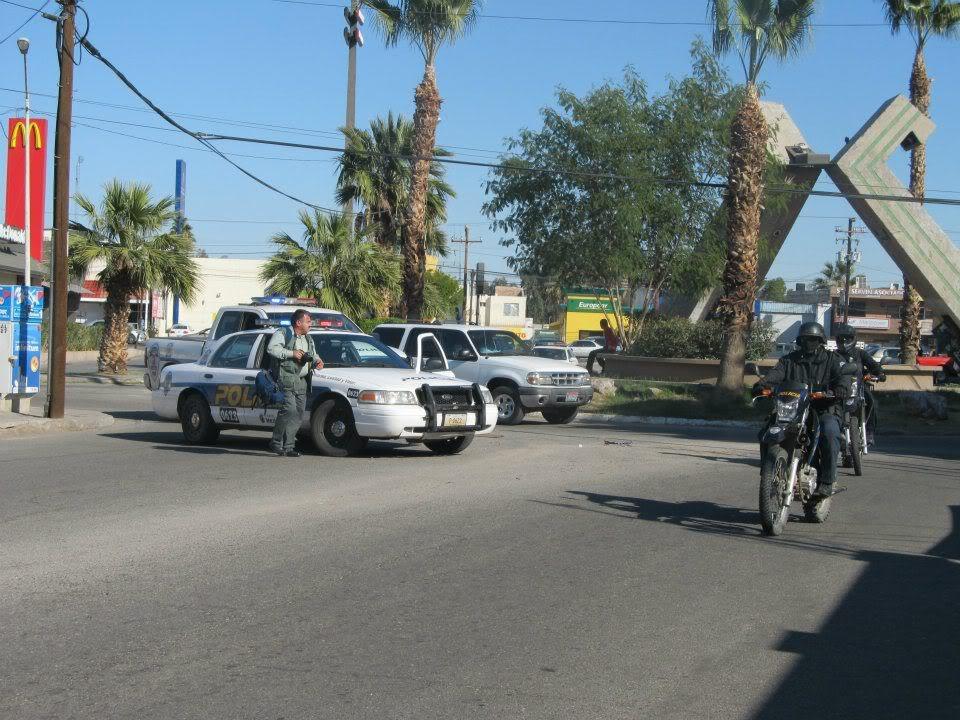 mexicali - Ejecutan a supervisor de la Policia Municipal de Mexicali frente a UABC 408761_287898524600309_220522634671232_830938_922978343_n