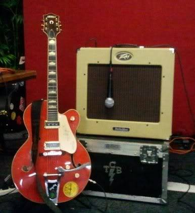 Welcome to the new forum, tell me about your rocking geetar! Pdb2