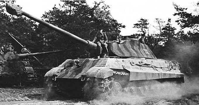 Panzerkampfwagen VI Ausf. B PanzerVI_TigerII_Porsche1