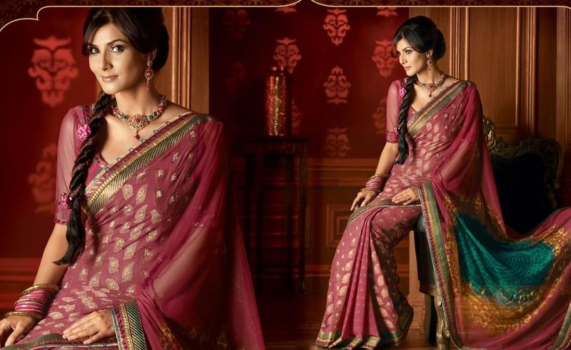 Indian Women in Beautiful Saree India10