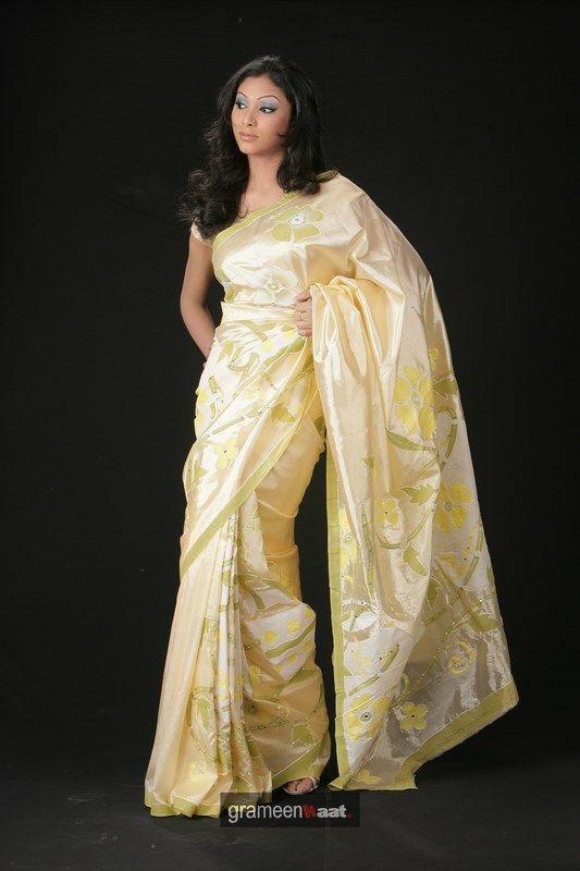 Indian Women in Beautiful Saree India19