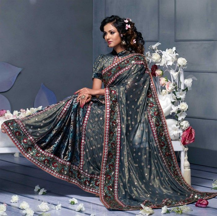 Indian Women in Beautiful Saree India2