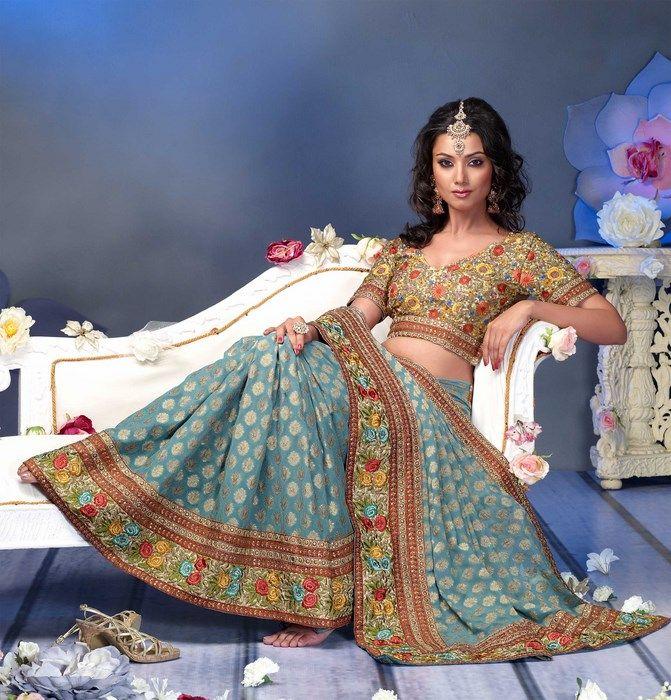 Indian Women in Beautiful Saree India20