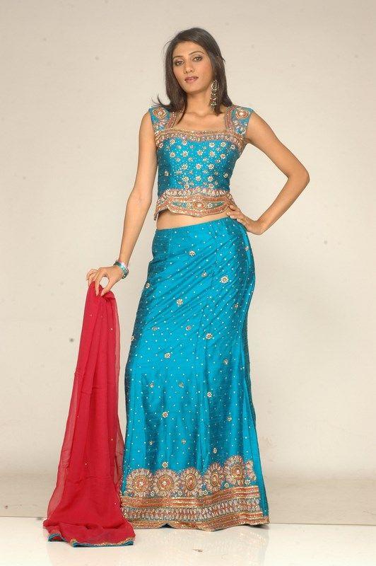 Indian Women in Beautiful Saree India24