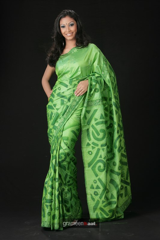 Indian Women in Beautiful Saree India27