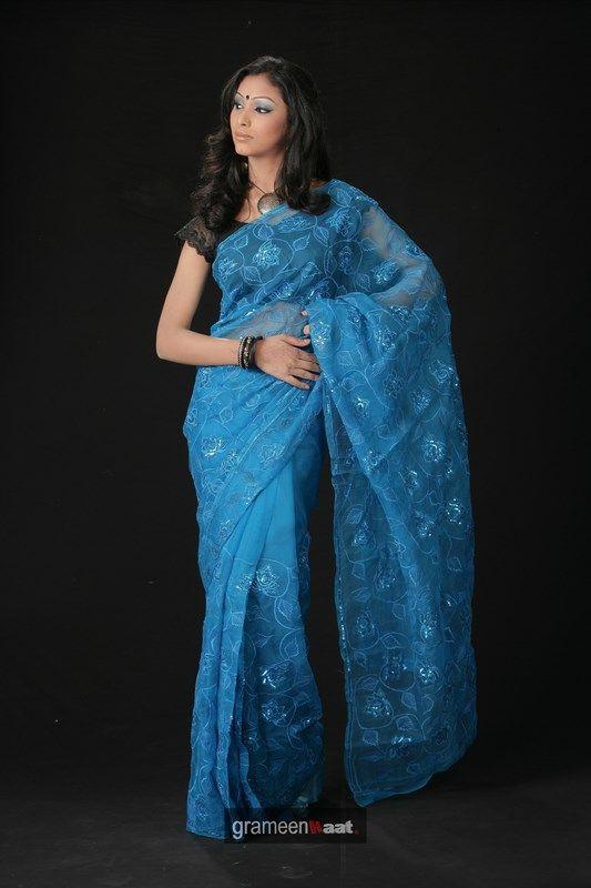 Indian Women in Beautiful Saree India34