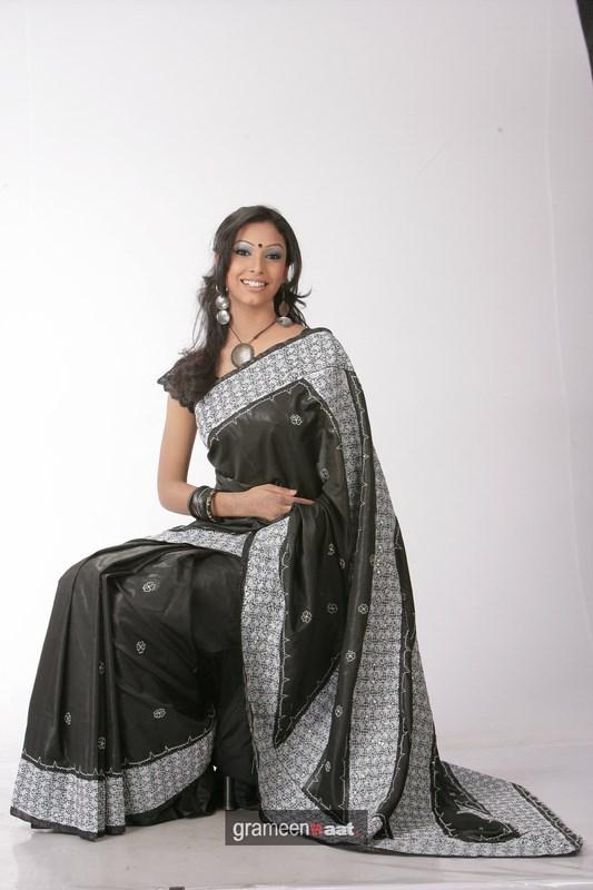 Indian Women in Beautiful Saree - Page 2 India46
