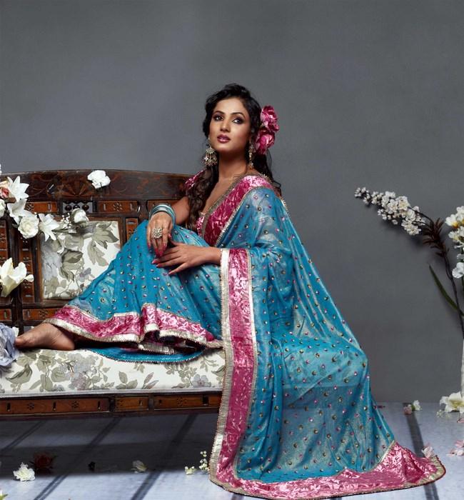 Indian Women in Beautiful Saree - Page 2 India56