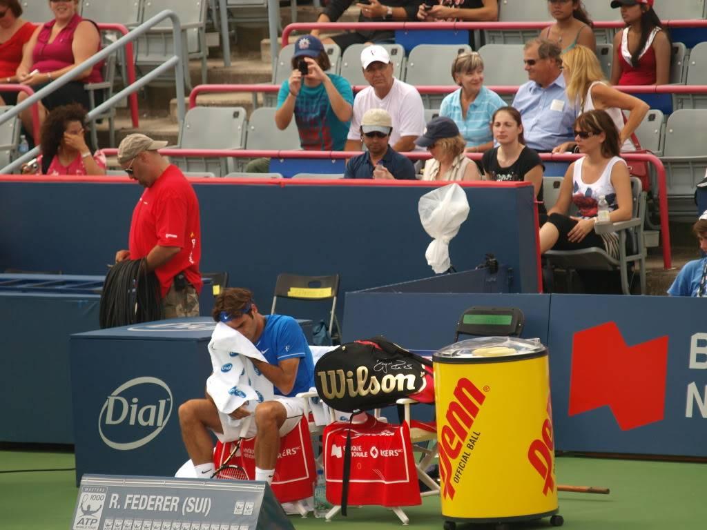 Roger's Cup, Masters 1000 de Montreal Canadá del 8 de Agosto al 14 de Agosto del 2011 Seated1wipingface