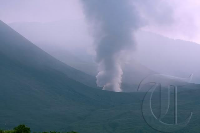 Monte Lokon erupción del volcán (Sulawesi, Indonesia) : Alerta se elevó a más alto nivel + imágenes de la erupción 20110711rizky_adriansyah_gunung_lokon_02_copy