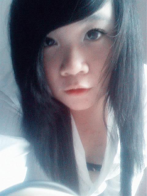 Jessica lộ diện; bé tẹt ngốc 050511144543__