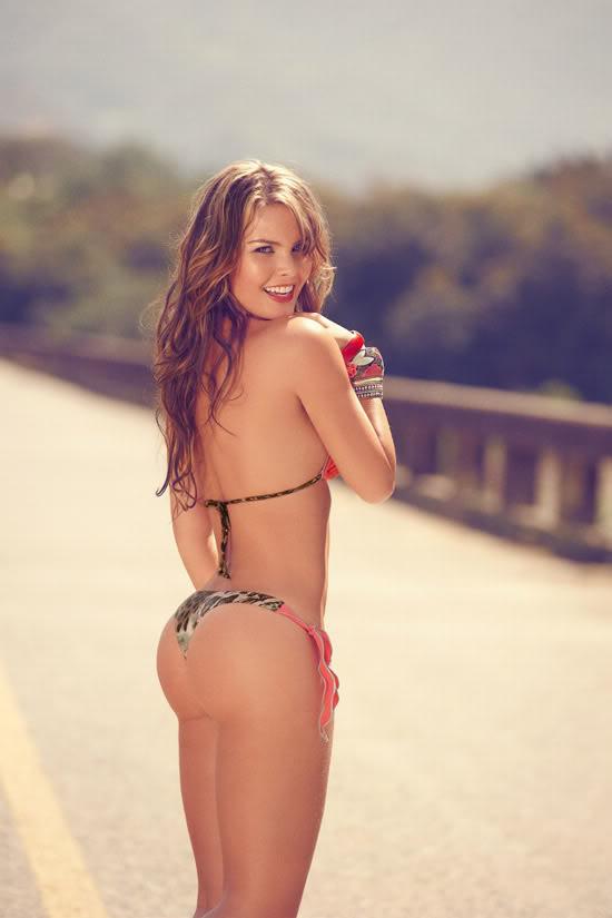 Những mẫu bikini tôn thờ vóc dáng sexy 1299492080-Melissa-Giraldo-Phax-Swimwear-7-681x1024