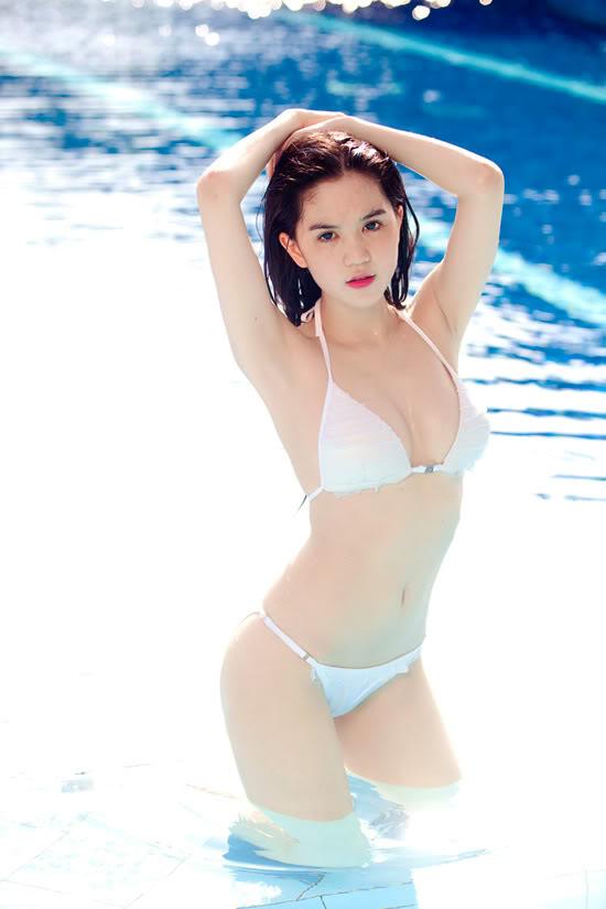 9X Ngọc Trinh bỏng mắt với bikini 1299546891-ngoc-trinh-bikini-01