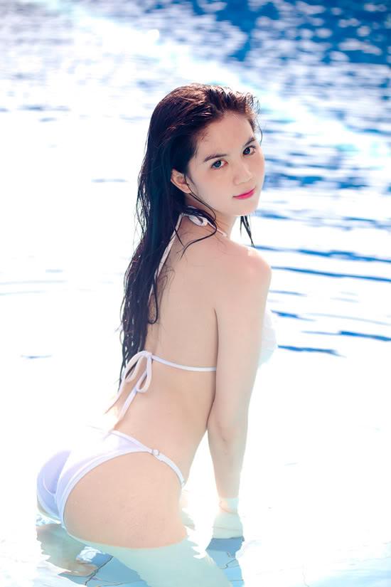 9X Ngọc Trinh bỏng mắt với bikini 1299546891-ngoc-trinh-bikini-05