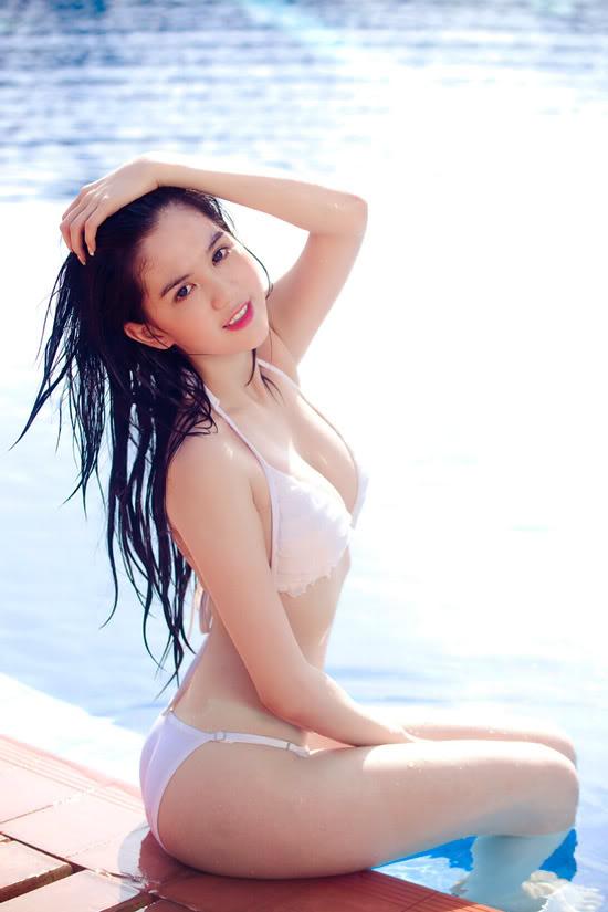 9X Ngọc Trinh bỏng mắt với bikini 1299546891-ngoc-trinh-bikini-07