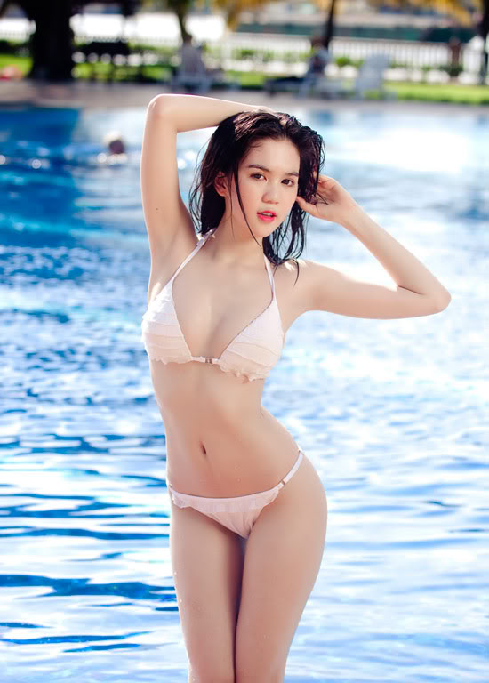 9X Ngọc Trinh bỏng mắt với bikini 1299546975-ngoc-trinh-bikini-10