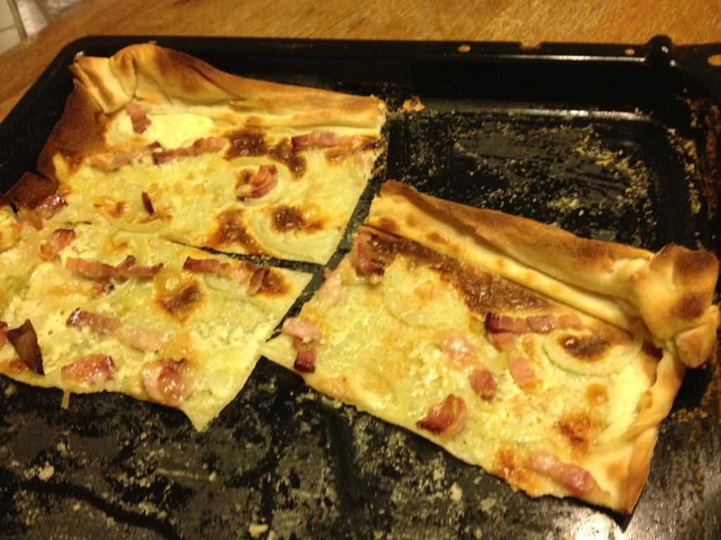 Tarte flambée/französische pizza CD7B618B-3F5D-4E34-B81E-63F998C332A6-136-000000034AAE50CB