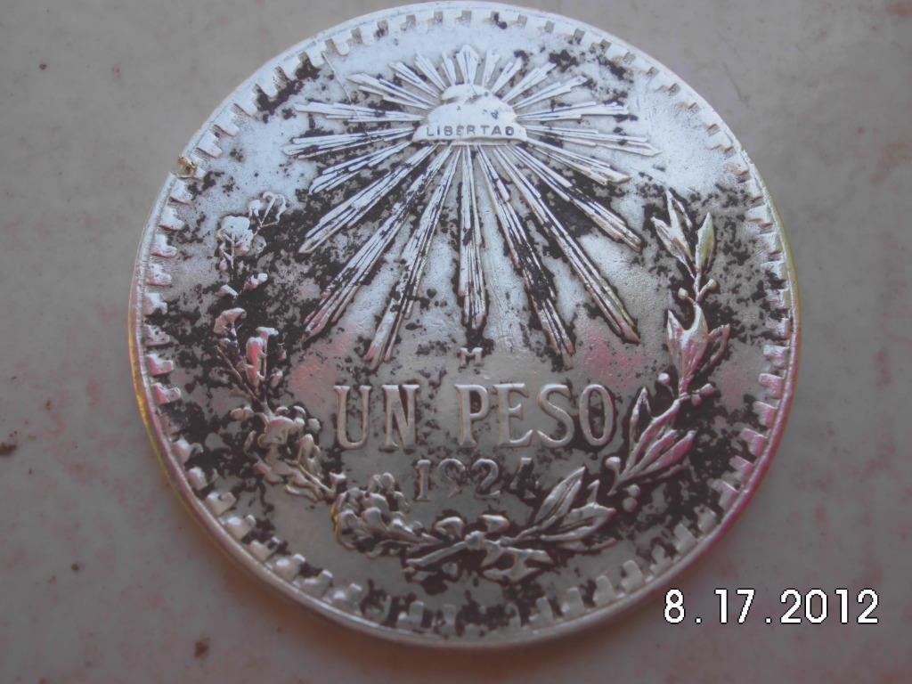 pocas monedas entre ellas una de plata y un anillo de oro CIMG1109