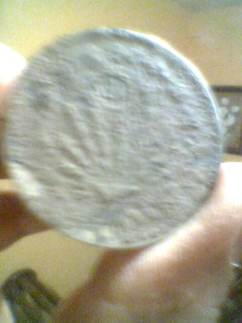 pocas monedas entre ellas una de plata y un anillo de oro Imagen0701