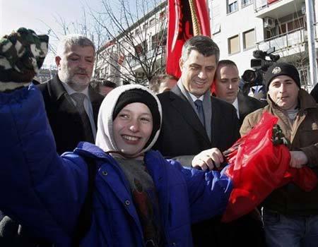 Disa foto per diten e Pavarsis ... 0217081137_M_kosovo81