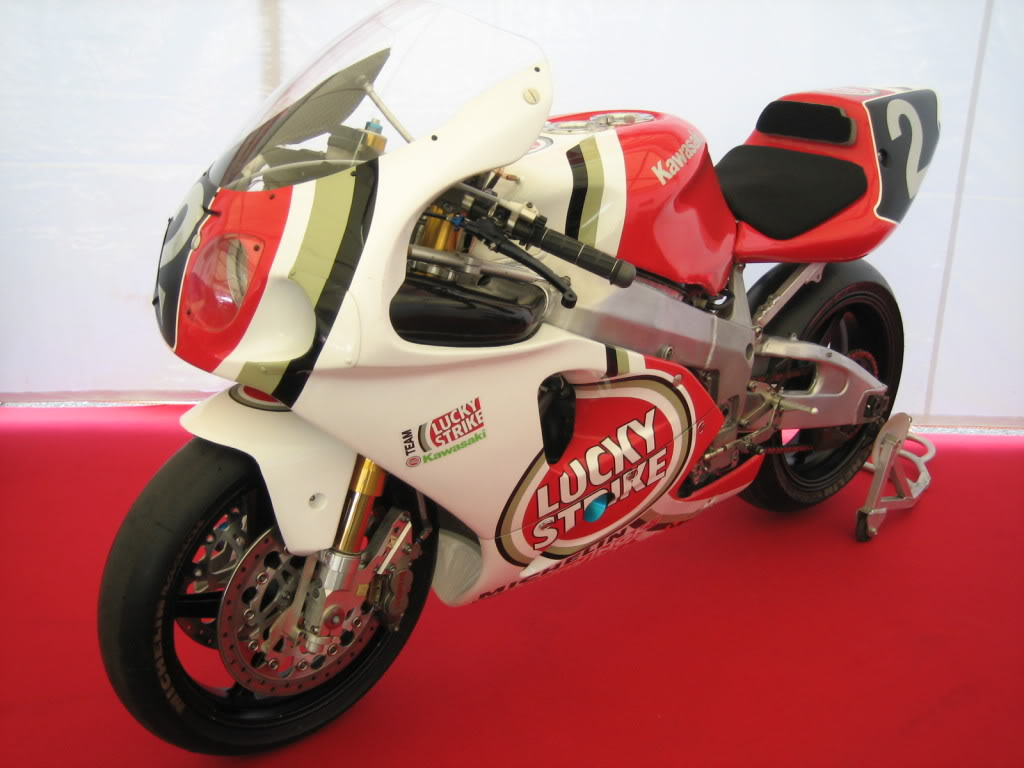 鈴鹿8耐 ZX7RR_LUCKY_STRIKE