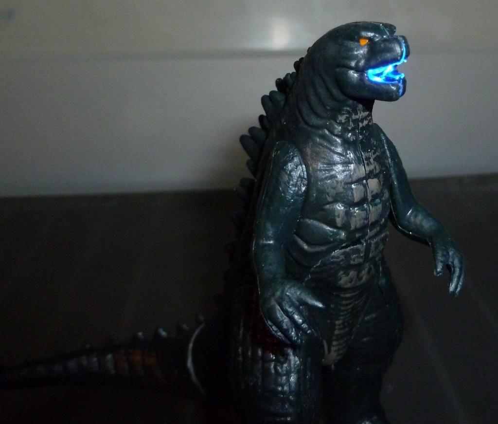Godzilla 2014 Figures (NECA Godzilla UPDATED 9/9/14)! P1130870