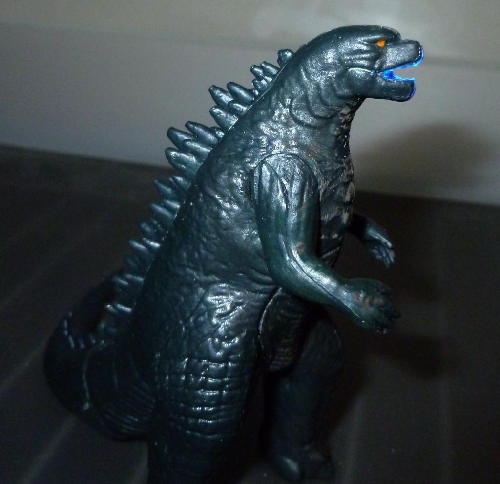 Godzilla 2014 Figures (NECA Godzilla UPDATED 9/9/14)! P1130871