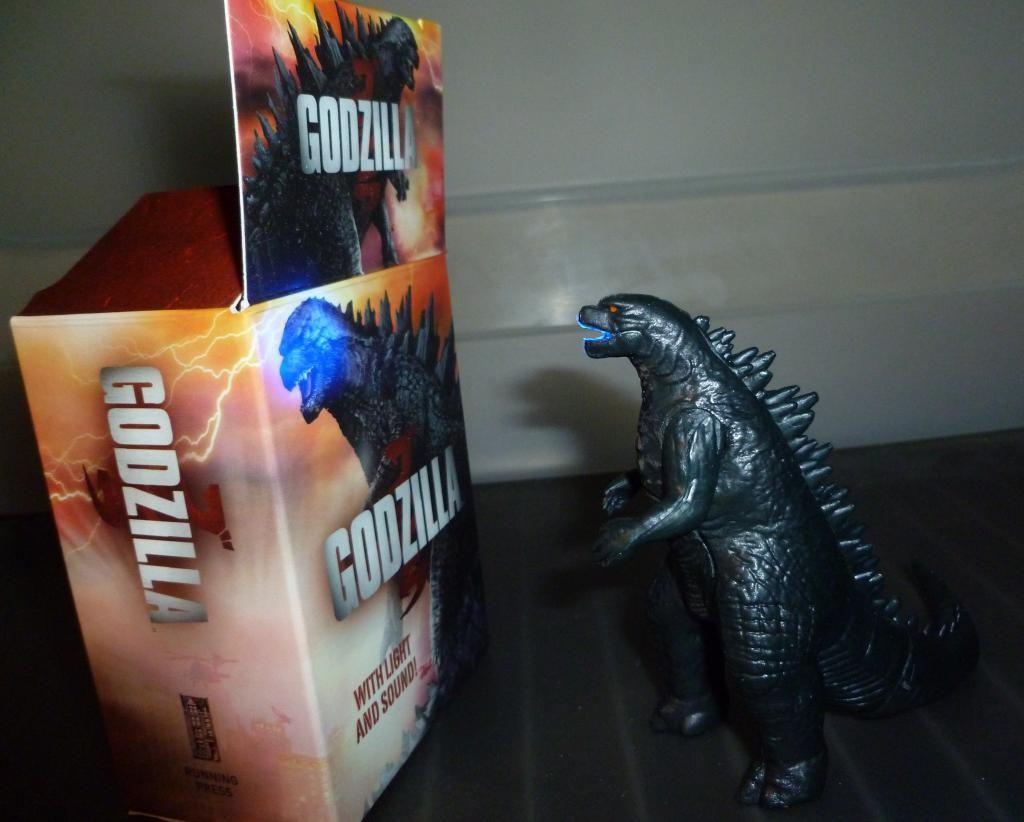 Godzilla 2014 Figures (NECA Godzilla UPDATED 9/9/14)! P1130872