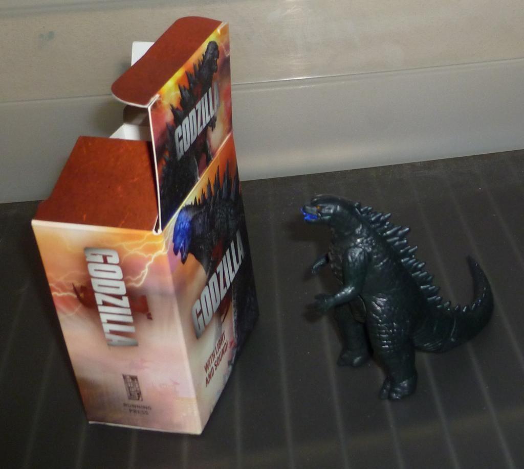 Godzilla 2014 Figures (NECA Godzilla UPDATED 9/9/14)! P1130874