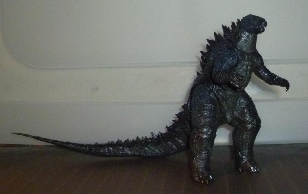 Godzilla 2014 Figures (NECA Godzilla UPDATED 9/9/14)! P1130845