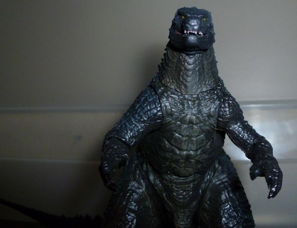 Godzilla 2014 Figures (NECA Godzilla UPDATED 9/9/14)! P1130846