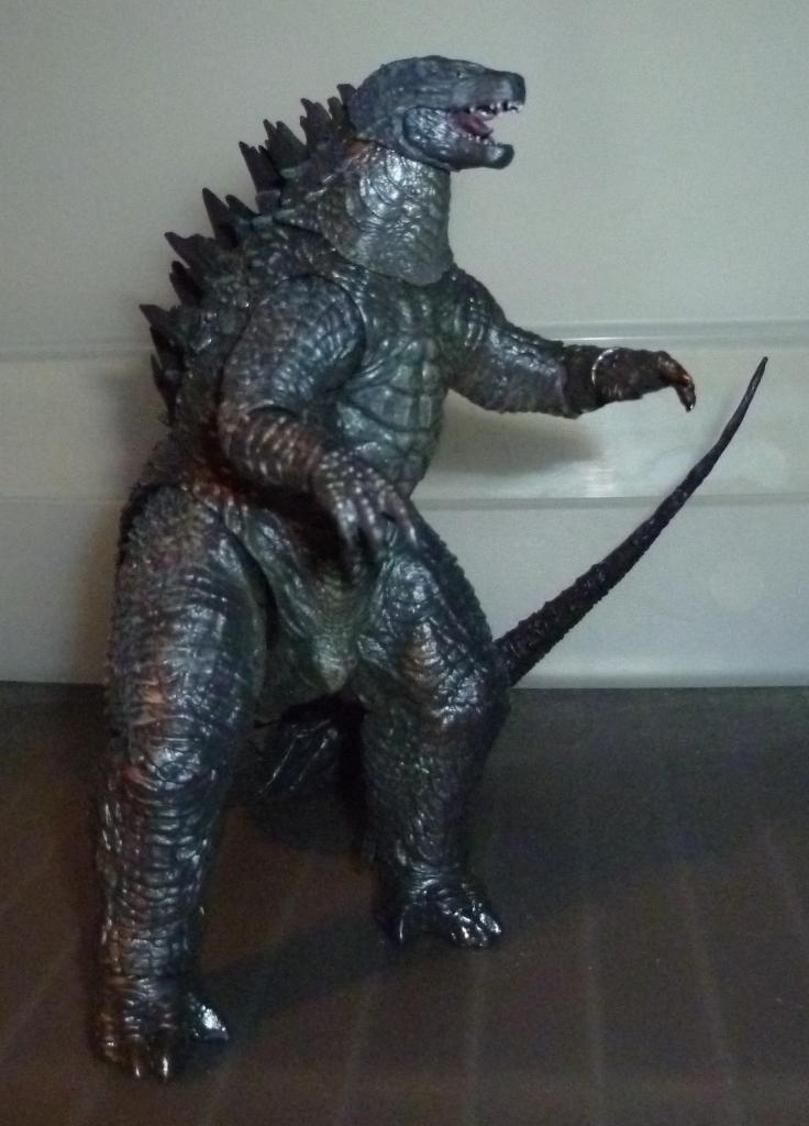 Godzilla 2014 Figures (NECA Godzilla UPDATED 9/9/14)! P1130848