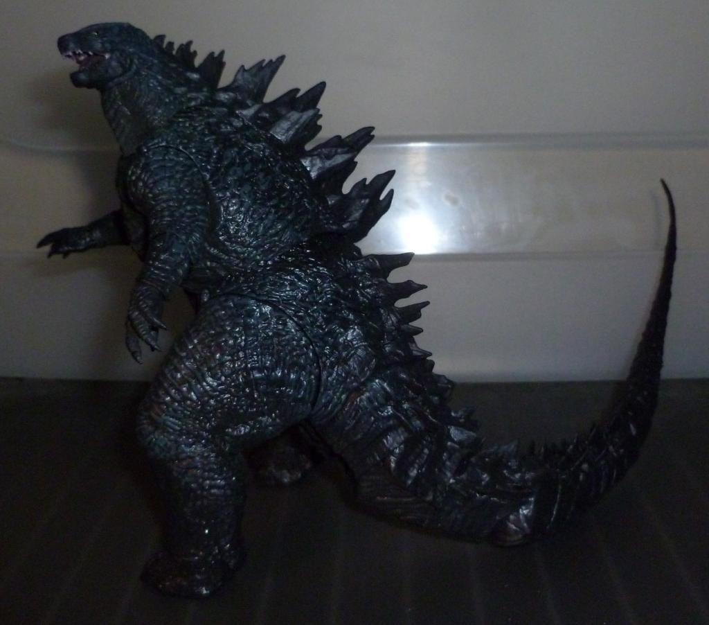 Godzilla 2014 Figures (NECA Godzilla UPDATED 9/9/14)! P1130855
