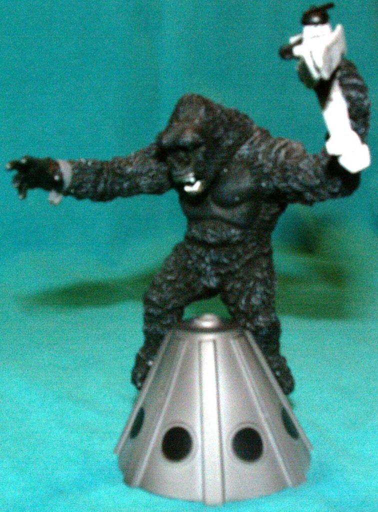 King Kong figures by Konami & X-Plus! KongonBuildingwithPlane
