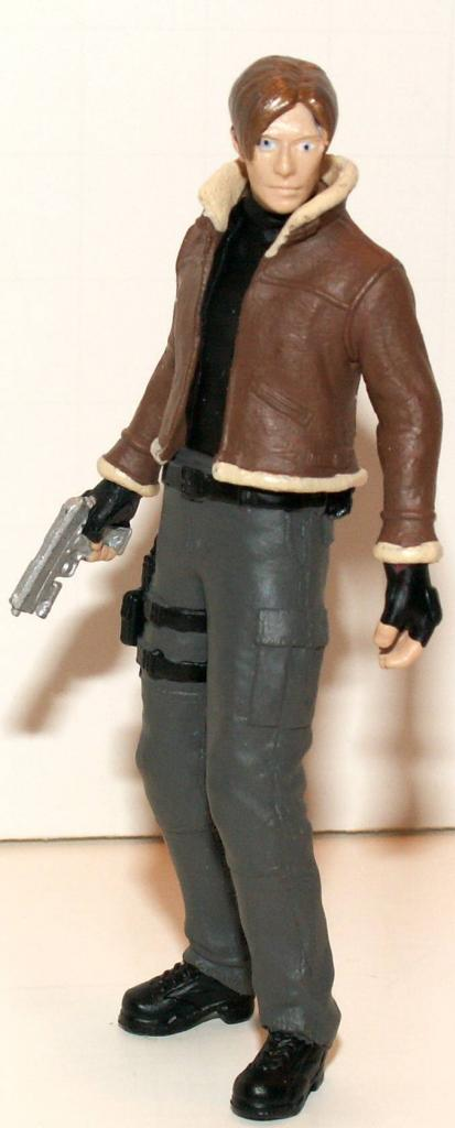 Resident Evil 4 & 5 Figures by Agatsuma & NECA!!!!!!! Leon