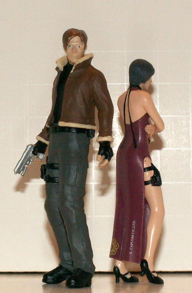 Resident Evil 4 & 5 Figures by Agatsuma & NECA!!!!!!! LeonampAda