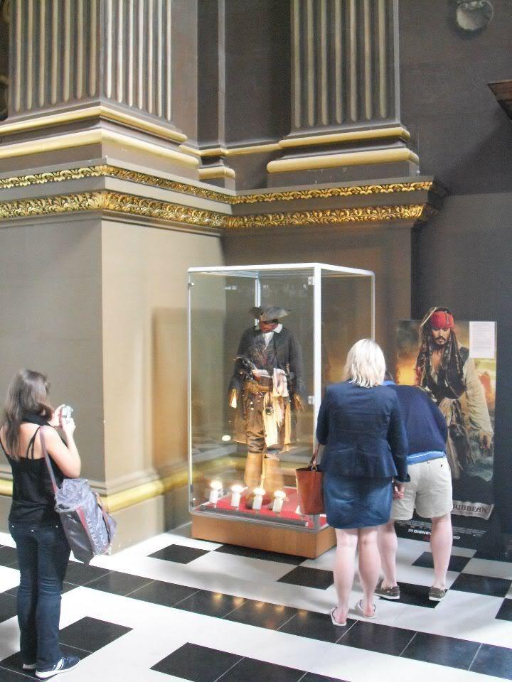 Jack Sparrow Costume on display in UK 301770_10150276490653325_628638324_7909652_5052968_n