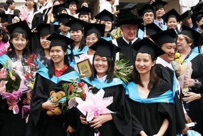 Nhận bằng Đại học của Anh chỉ sau 1 năm học ở Việt Nam T518829